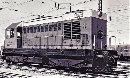 ~Diesellok/Sound BR 107 DR IV + PluX22 D