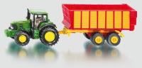 John Deere mit Silagewagen